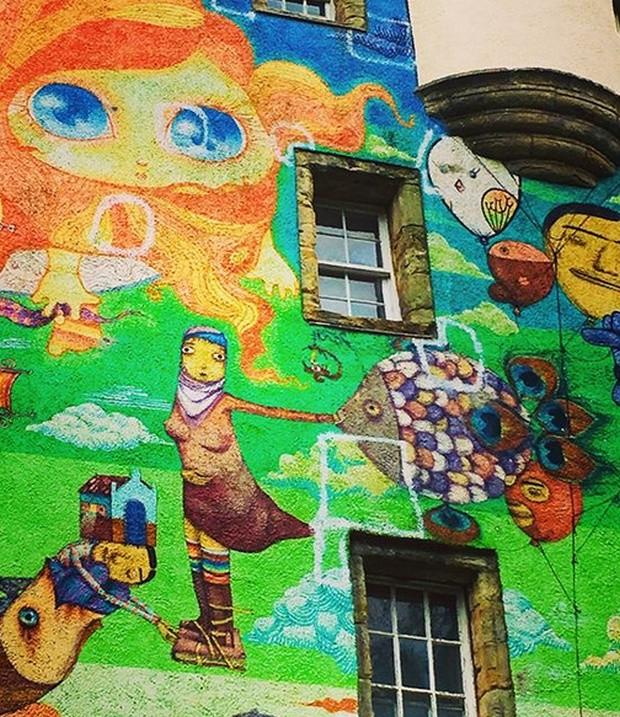 Старинный замок Келберн, разрисованный современными граффити (11 фото)