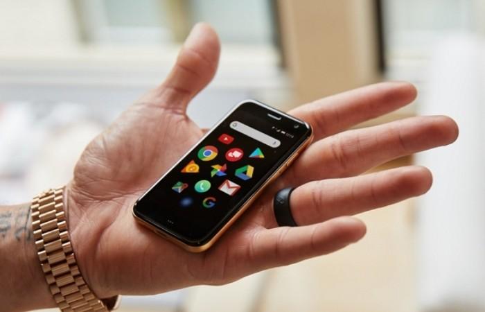 Создан самый маленький смартфон в мире