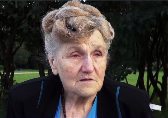80-летняя жительница Санкт-Петербурга, которая пережила блокаду, каждый день садится за руль фургона, чтобы помочь инвалидам