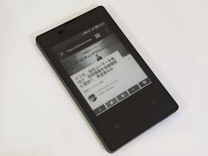 «Самый тонкий» смартфон размером с кредитку создан в Японии
