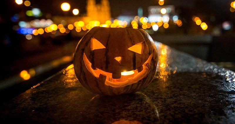 Пошаговая инструкция: как сделать фонарик из тыквы на Хэллоуин