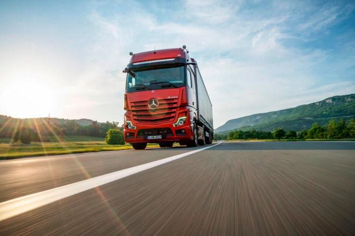 В новых грузовиках Mercedes отказались от зеркал бокового вида
