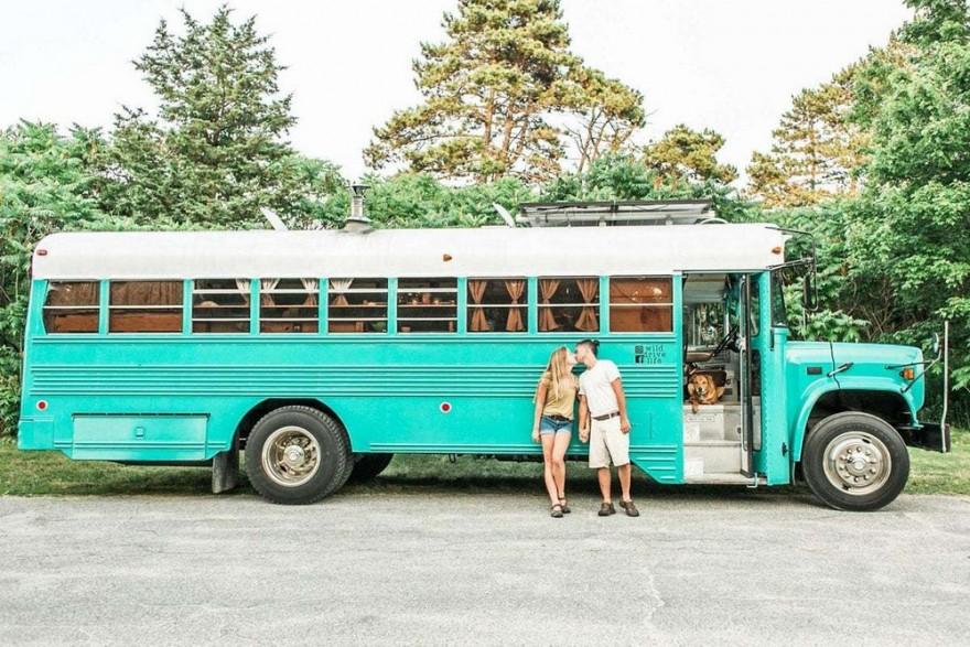 Дом на колесах из старого тюремного автобуса