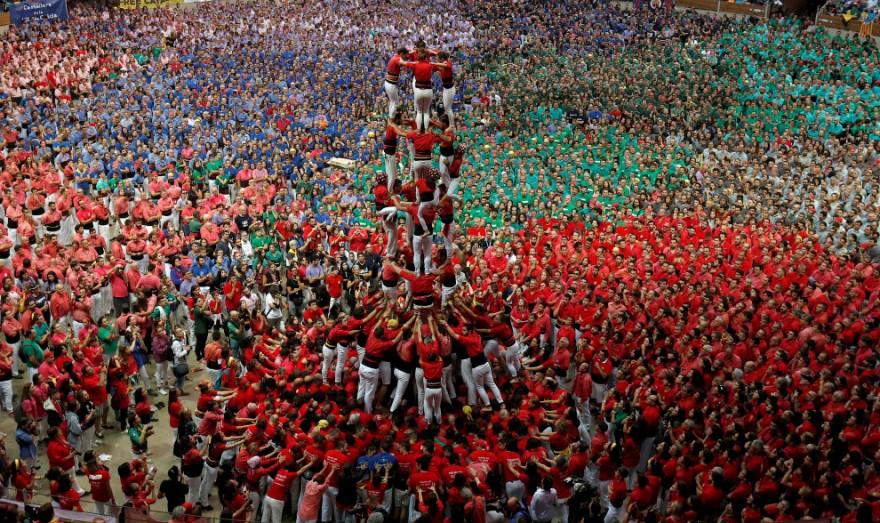 Невероятные «башни» из людей в Испании