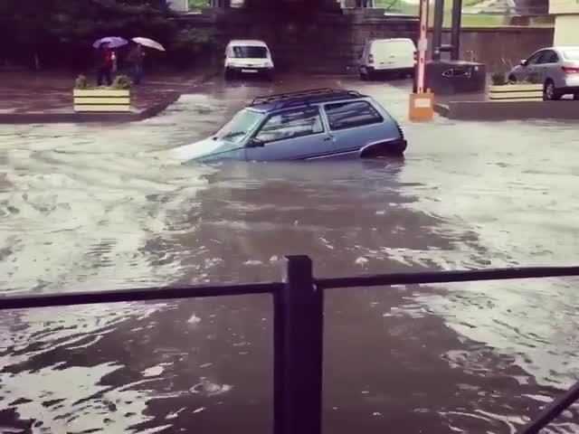Автомобилисту на «Оке» не страшны потопы и наводнения