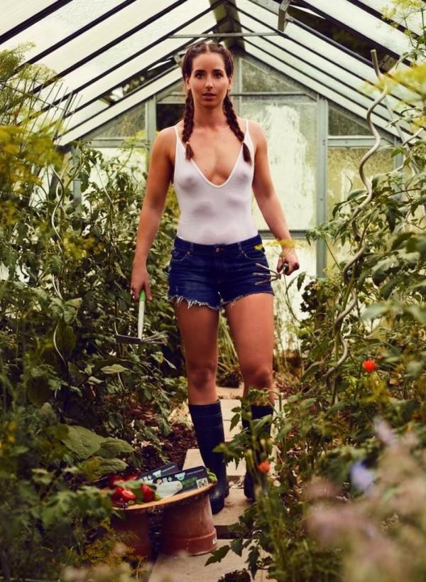 Немецкие девушки в «фермерском календаре» на 2019 год (12 фото)