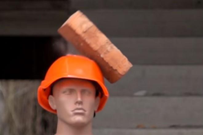 Эксперимент: проверка строительной каски на прочность