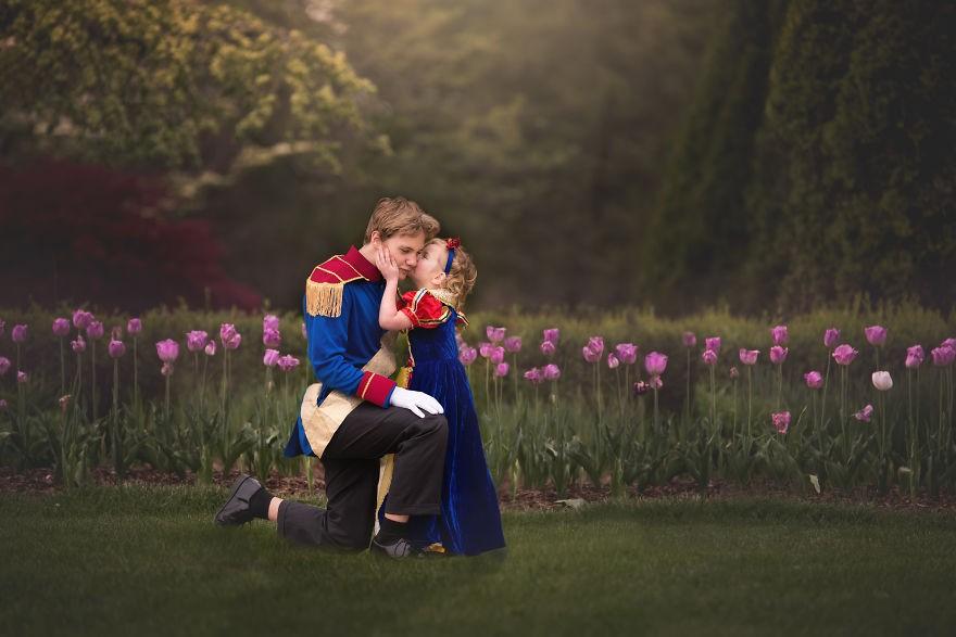 Незабываемую сказочную фотосессию старший брат устроил для своей маленькой сестры