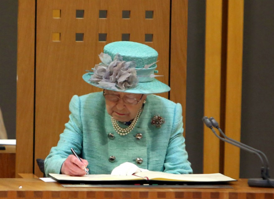 Правила британской короны, которые не может нарушить даже королева