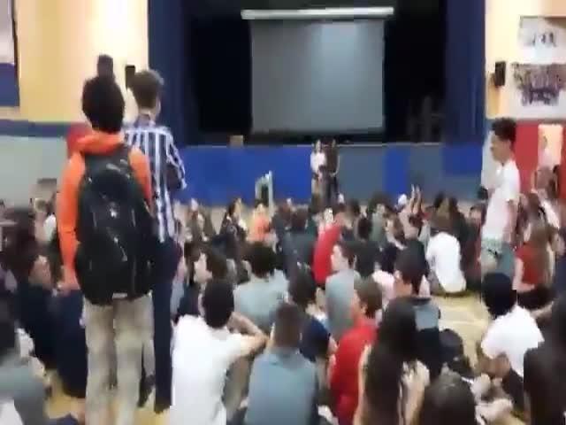 В американской школе по ошибке включили гимн СССР