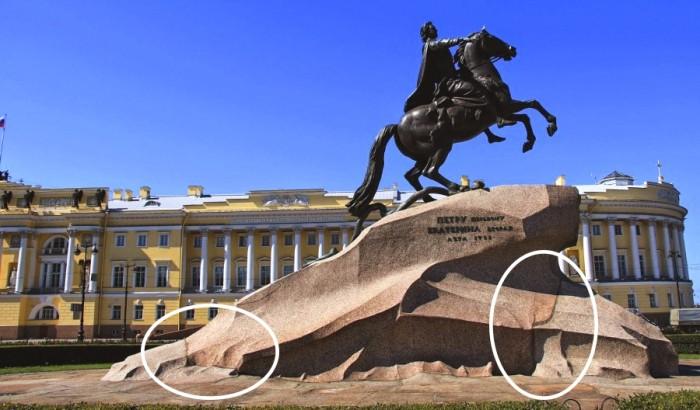Как у петербургского «Медного всадника» появился постамент