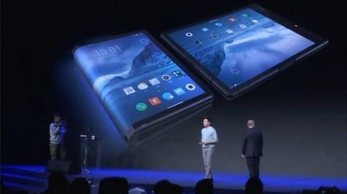 В Поднебесной представили первый гибкий смартфон