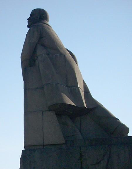 Самые странные и смешные памятники вождю русской революции