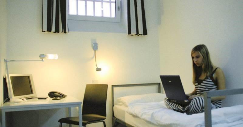 Нидерланды массово закрывают тюрьмы и превращают в отели