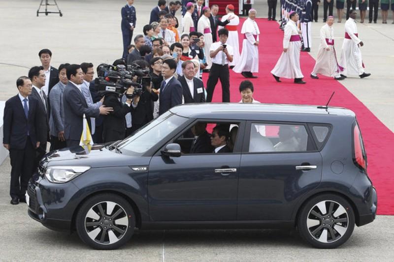 Новый «Папа Римский» начнет ездить на УАЗ «Пикап»