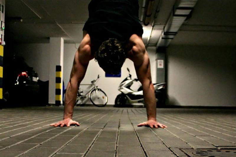Как трансформируется тело, если простоять на руках 30 дней