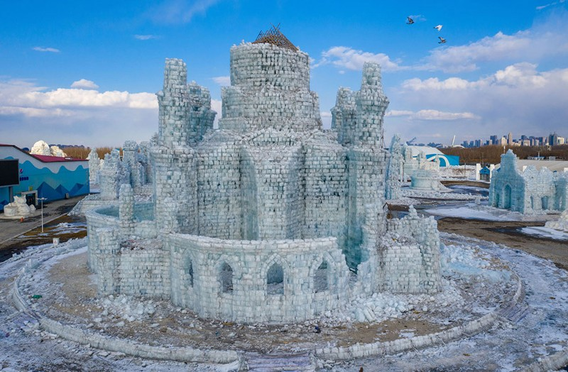Таяние ледяных скульптур в Харбине