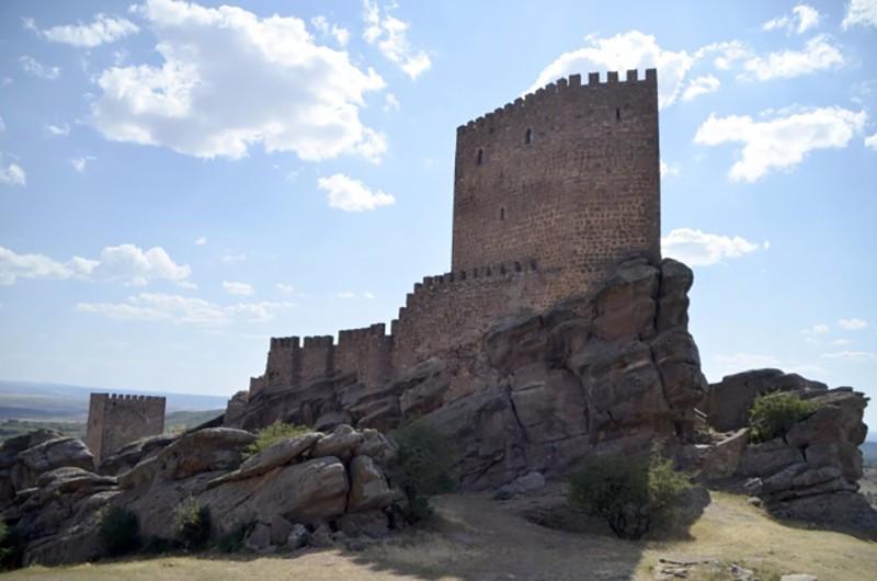 Испанский замок Сафра, который можно было увидеть в «Игре Престолов»