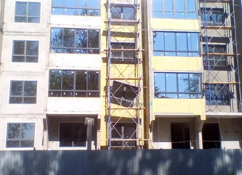 Дом с «кривым» окном в Барнауле