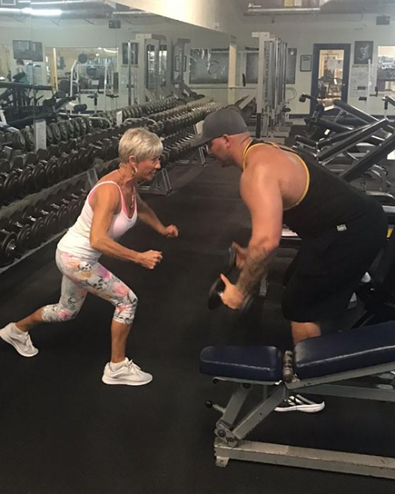 75-летняя Айрис Дэвис – настоящая звезда бодибилдинга