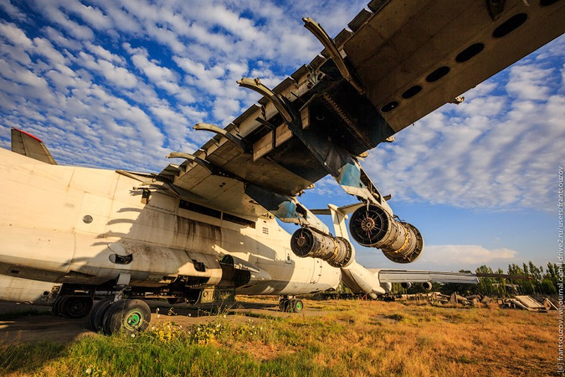 Прогулка по кладбищу советских самолётов
