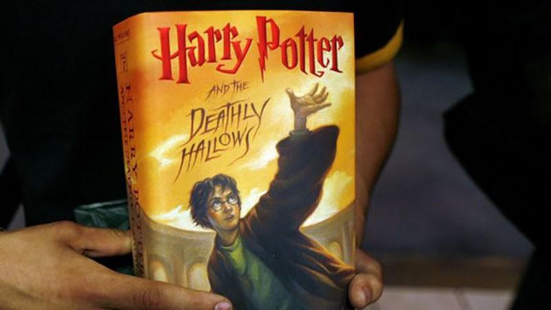 В Польше священники сожгли книги «Гарри Поттер» и «Сумерки»