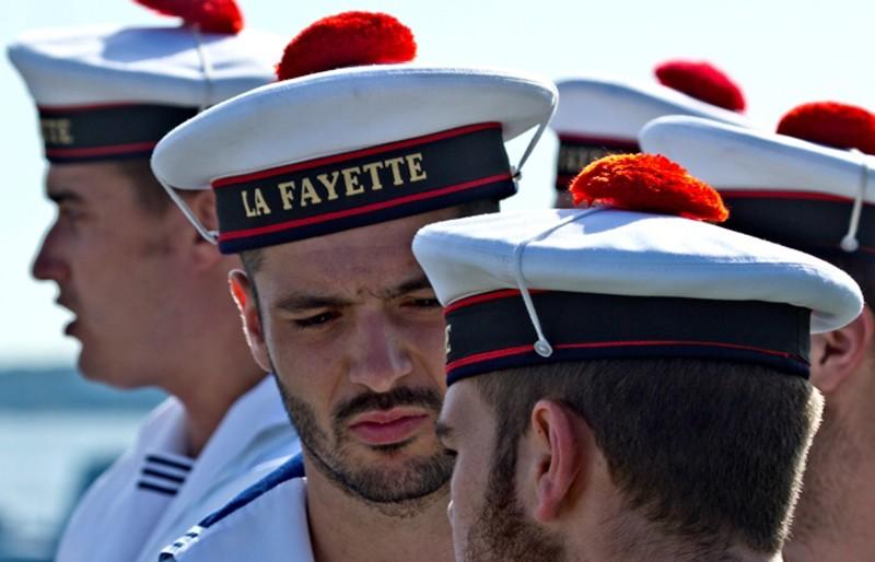 История появления красного помпона на бескозырке французских моряков